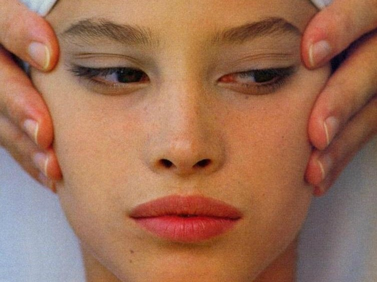 Facial каждый день: профессиональный массаж лица с помощью масла
